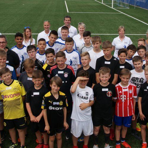Am Samstag, den 16. Juni 2016 fandt das Kleinfeldturnier als Abschluss des Projekts Kicken&Lesen 2018 auf dem Trainingsgelände des SV Darmstadt 98 statt. Mitgemacht haben 33 Jungs aus vier Standorten. Vertreter des SV Darmstadt und des FSV Frankfurt waren auch mit dabei.